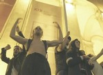 Raving Riot : une rave party au parlement.